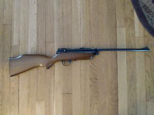 Crosman 180 air rifle in original box