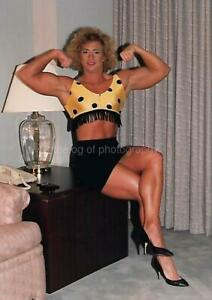 FEMALE BODYBUILDER 80's 90's FOUND PHOTO Color MUSCLE GIRL Original EN 17 37 A