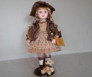 """Porzellanpuppe, Künstlerpuppe, Mädchen mit """"Teddy"""", ca. 40cm"""