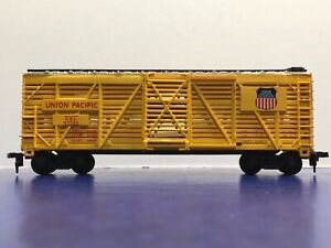 """HO Scale """"Union Pacific"""" OSL 47736 Forty Foot Livestock Cattle Freight Train 4/8"""
