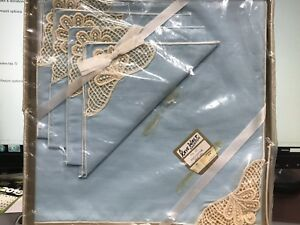 Vintage Kaye Walt 5 Pc Tea Set Tablecloth & Napkins Blue Cream Crochet NIB NEW
