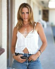 SHERYL CROW SINGER SONGWRITER MUSICIAN - 8X10 PUBLICITY PHOTO (AB996)