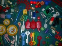 LARGE LOT OF Vintage 1960s 70s 80s plastic toys novelty doll parts collectables