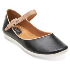 Clarks Feature Film Gold Leather Ladies shoes//flats size 3//35.5 D