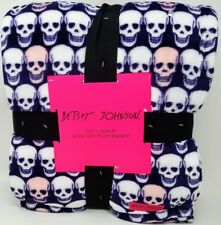 Betsey Johnson F/Q Ultra Soft Plush Blanket Pink and White Skulls on Purple