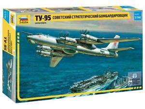 Zvezda Model 7015 Soviet Strategic Bomber TU-95, scale 1/144