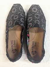 Girls Size Y5 BOBS from SKECHERS Black/Silver Casual Shoes with Floral Pattern