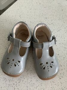 Clarks Baby Girls Grey Patent Leather First  Shoes UK 4 1/2 F  Eu 20 1/2