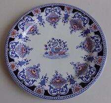 Gien. Rare assiette en faïence à décor dans le goût de Rouen, XIXe siècle
