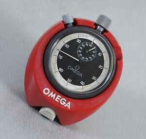 Omega Stoppuhr 60 Min. 100 Sek. 1/10 Sekunden Teilung mit Übergehäuse Ständer