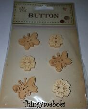 6 x FLOWER/BUTTERFLY WOODEN ANIMAL/SAFARI BUTTONS - CRAFTS/SEWING/KNITTING