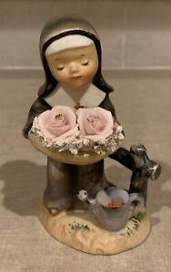 Vtg Norcrest Figurine Nun Holding Pink Flowers - Japan F- 596