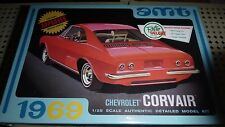 AMT 1969 CHEVY CORVAIR 2n1 1/25 Model Car Mountain KIT fs 694