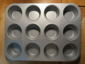 The Pioneer Woman 12 Cup Muffin Pan
