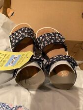 556525d6983  TOMS  BRAND NEW GIRLS FLOWER SANDALS-BOXED-INFANT Size UK7 ·