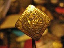 EPINGLE à CRAVATE ancienne CHIMERE damasquinée sur losange OR de Tolède