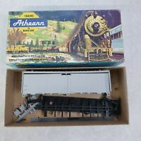 1601 Athearn HO Scale 40ft Reefer - PRIMED no couplers in box.