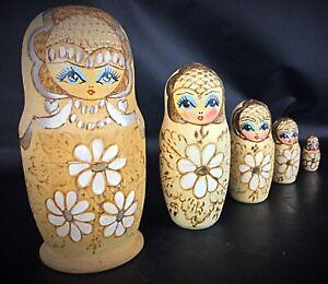 Poupées gigogne Russe 5 pièces fait main en bois signé pyrogravée