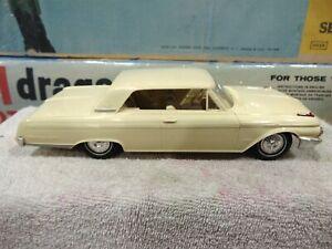 AMT 1962 Ford Galaxie 500 2 Door Sedan PROMO YELLOW