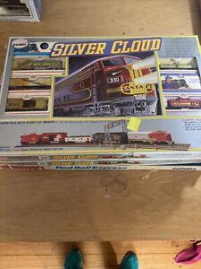 Model Power HO Silver Cloud Mopar Express Train Set (KJT429)