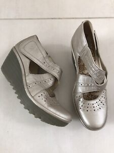 Fly London Yepe Women Sz 10/10.5/41 Wedge Heel Beige Silver Metallic Rubber Sole