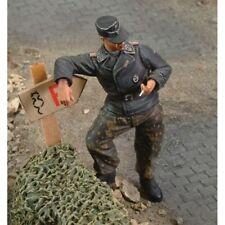 ROYAL MODEL GERMAN SS UNTERSTURMFUHRER STOUMONT 1944 1:35 RM163