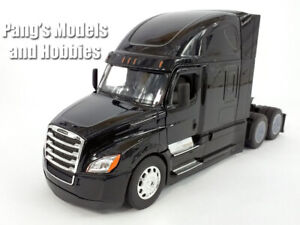 Freightliner Cascadia Extended Cab 1/32 Scale Diecast and Plastic Model - BLACK