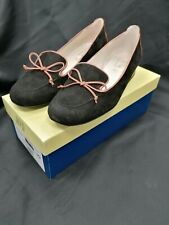 RIVA BLACK AND TAN SUEDE SLIP ON SHOE SIZE 6 USED - BOXED