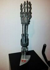 STATUETTE TERMINATOR MAIN ROBOT   EN PAPIER 3D PUZZLE  ECHELLE 1/1
