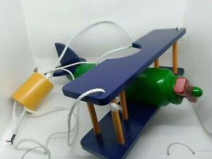 Lustre chambre d'enfant bois en forme d'avion