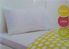 "SINGLE BED GIRLS "" SPOT "" FLANNELETTE 3 PCE SHEET SET. COLOURED SPOTS PRINT"