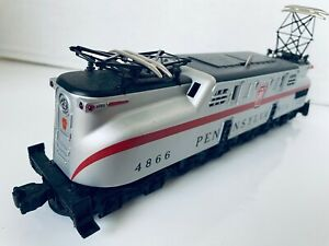 Lionel Pennsylvania 4866 Silver Red GG-1 Electric Locomotive 0-27   15 Inch Long