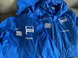 Nike Hertha BSC Regenjacke und Winterjacke Gr. M hellblau - Volunteer - Rarität