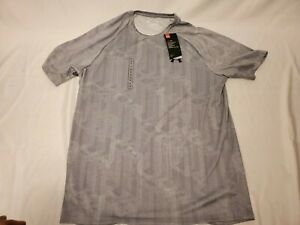 Under Armour  T-Shirt Gray Size M Medium Tech Tee Heat Gear Short Sleeve New Tag