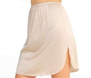"""Vanity Fair Size 18"""" S/38 Beige/Nude Static Free Invisibly Smooth Half Slip New"""
