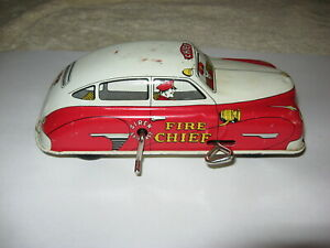 VINTAGE WIND UP TIN FIRE CHIEF'S CAR by COURTLAND 1940's  A Walt Reach Toy