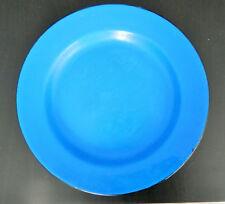 Ancienne assiette en tôle, métal bleu à bord noir