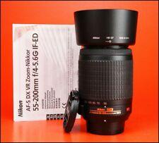 Obiettivo Nikon AF-S VR 55-200mm f4-5.6 G DX IF-ED 4 DSLR con entrambi i tappi.