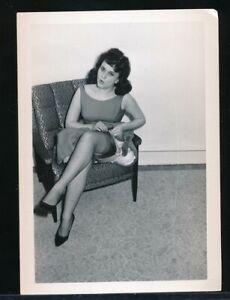 1960s Original Leg Art Photo Smooching Brunette Upskirt Petticoat NYLONS vv