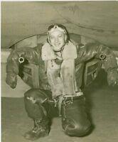 WWII Photo B-17 Flying Fortress Ball Turret Gunner WW2 B&W World War Two / 5109