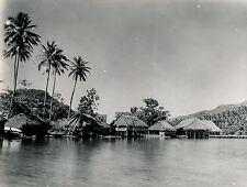 TAHITI c. 1940 - Village sur Pilotis - T 86