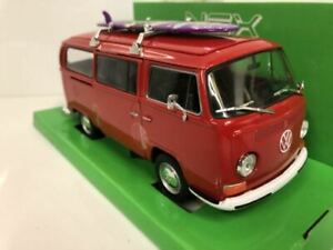 1972 Volkswagen Bus T2 Red with Surfboard 1:24 27 Scale Welly 22472SBR