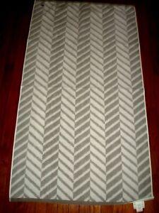 LACOSTE GRAY & WHITE TOWEL SET