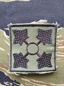 US Army Cut Edge Shoulder Patch 4th Infantry Division OG-107 Twill Subdued 01