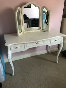 Chabby Chic Dressing Table & Mirror