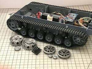 1/16 Panzer III German Tank Chassis & Tracks + extra metal parts