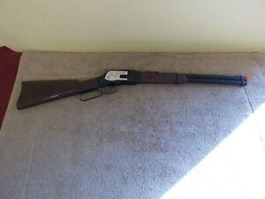 VINTAGE MATTEL WINDCHESTER  SHOOTIN SHELTOY GUN WORKS RIFLE CAP