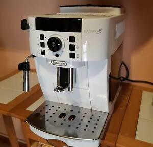 Macchina per il caffè automatica  De Longhi Magnifica S