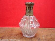 Jolie ancienne lampe Berger en verre moulé