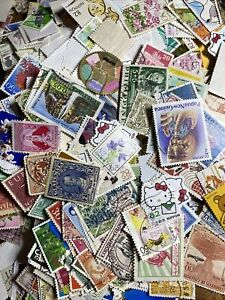 1000 each World Stamp Lot Off Paper from Hoard Box Collection Great Buy